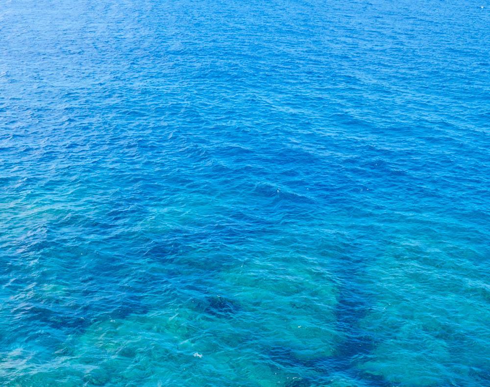 辺戸岬からの絶景。下にはリーフが。