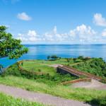 那覇から45分で絶景。知念岬公園で、南城市の海を見渡す
