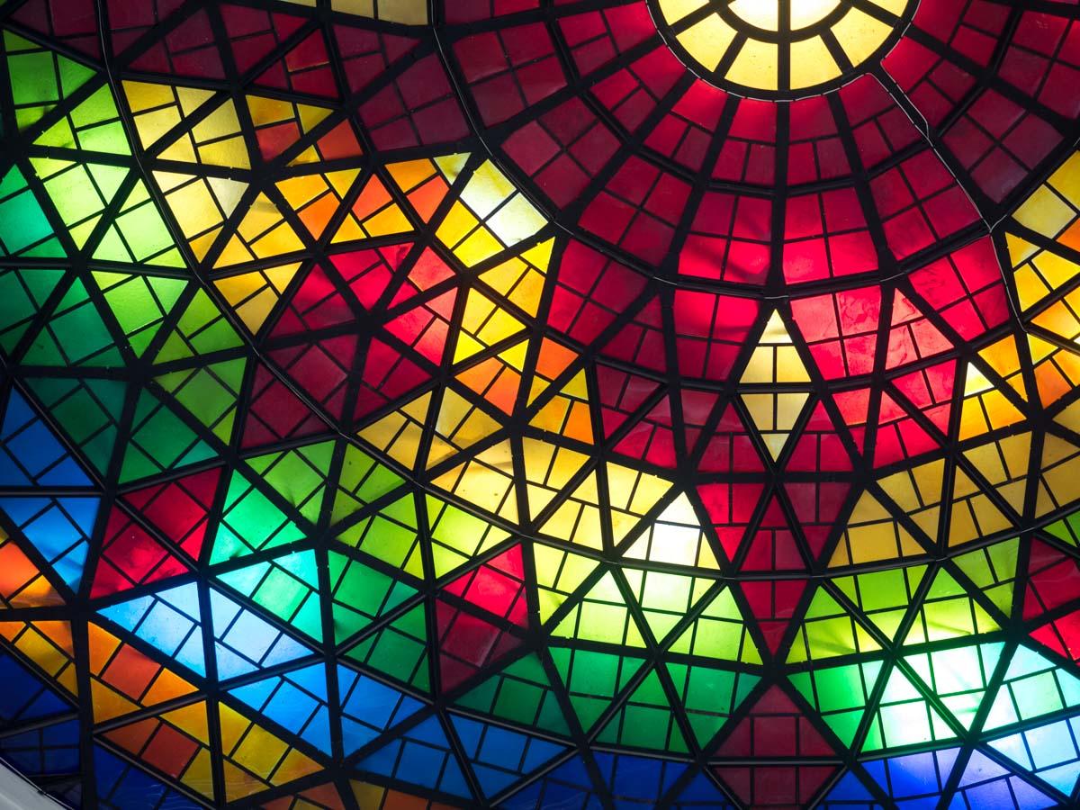 鮮やかな色彩と造形
