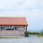 「カフェこくう」から、今帰仁村の絶景を見渡す贅沢