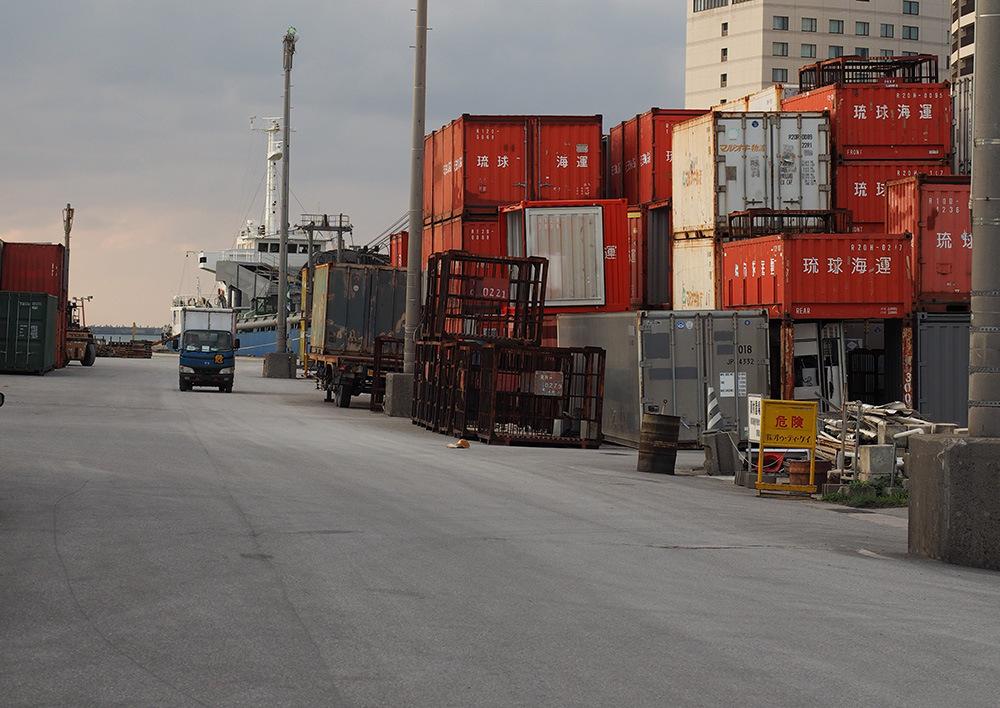 那覇港近くにある