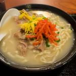 与那原家のこってり沖縄そばが美味しい。クセになります。