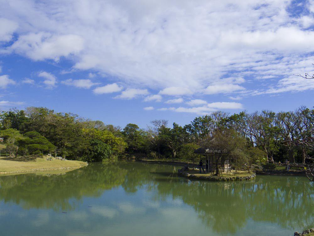 識名園の池