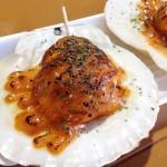 糸満市「お魚センター」。牡蠣・マグロなど新鮮な魚介を店先で食べ歩き