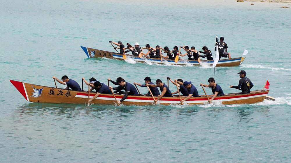 奥武島でハーリー祭り