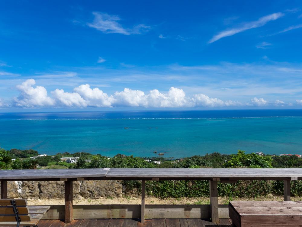 カフェくるくまからの青い海は絶景
