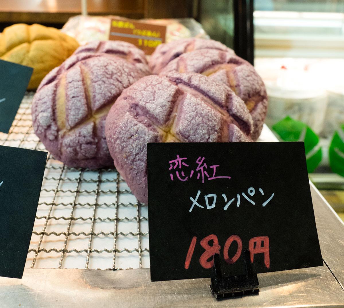 紫色のメロンパン