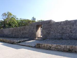 玉陵(たまうどぅん)の門