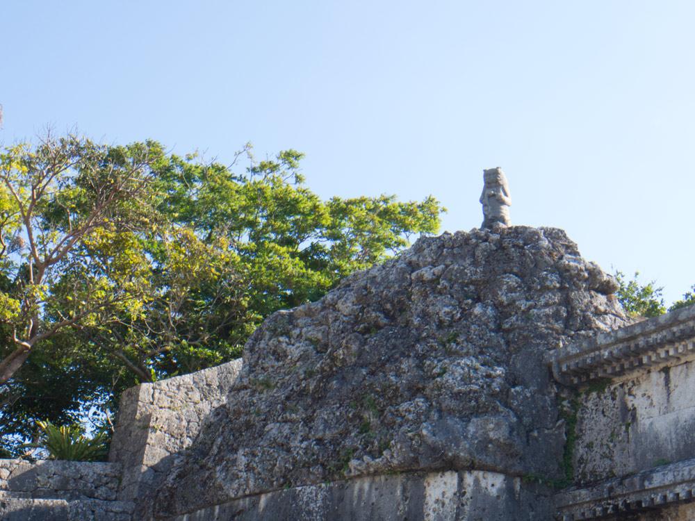 玉陵(たまうどぅん)の像