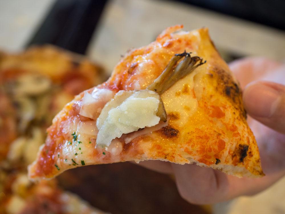 アツアツで美味しいピザ