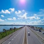 4島をつなぐ「海中道路」 – 沖縄中部の人気観光・ドライブスポット