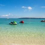瀬底島のアンチ浜。海の水が透明で気持ちいいー!