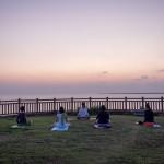 【ビーチヨガ】沖縄で、海を見ながら朝ヨガを体験