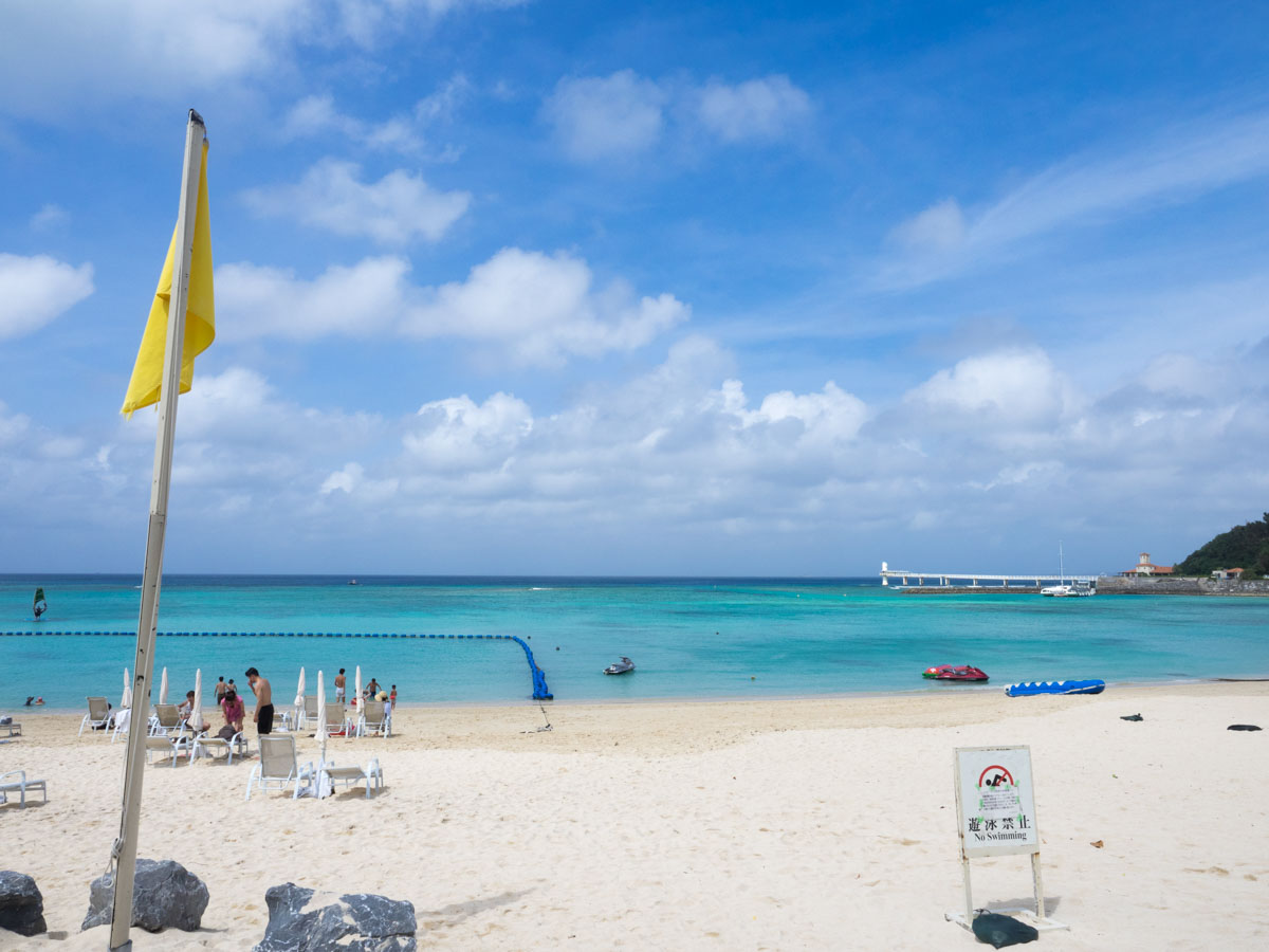 台風の影響で朝まで遊泳禁止
