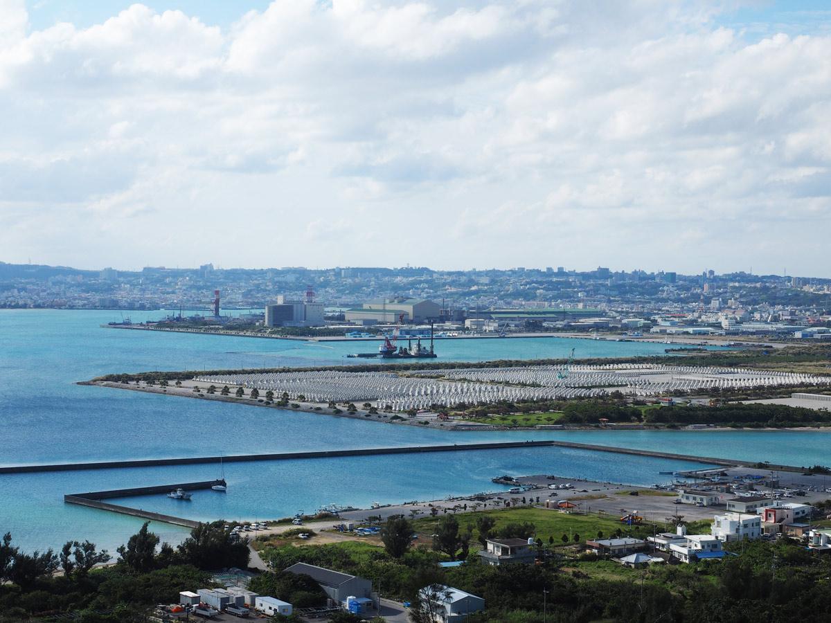 勝連城からの港が見える