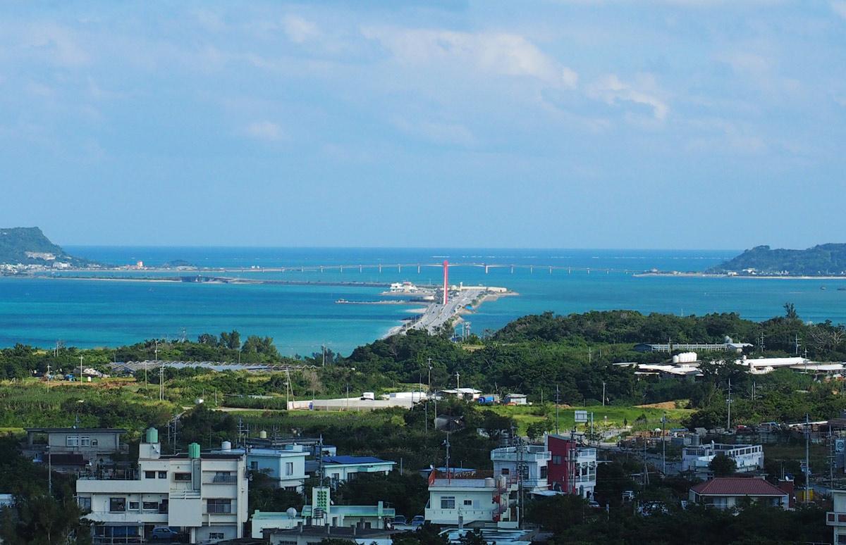 海中道路を見ることができる