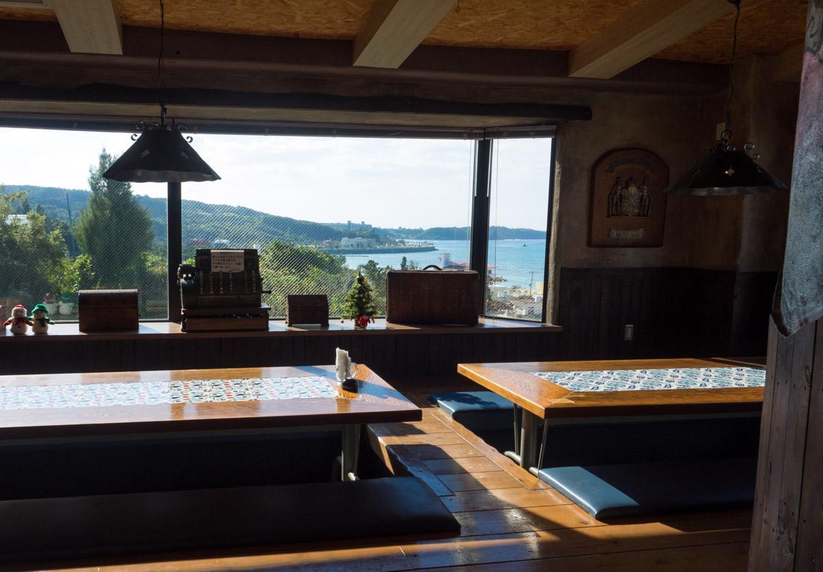 恩納村のオーシャンビューカフェ
