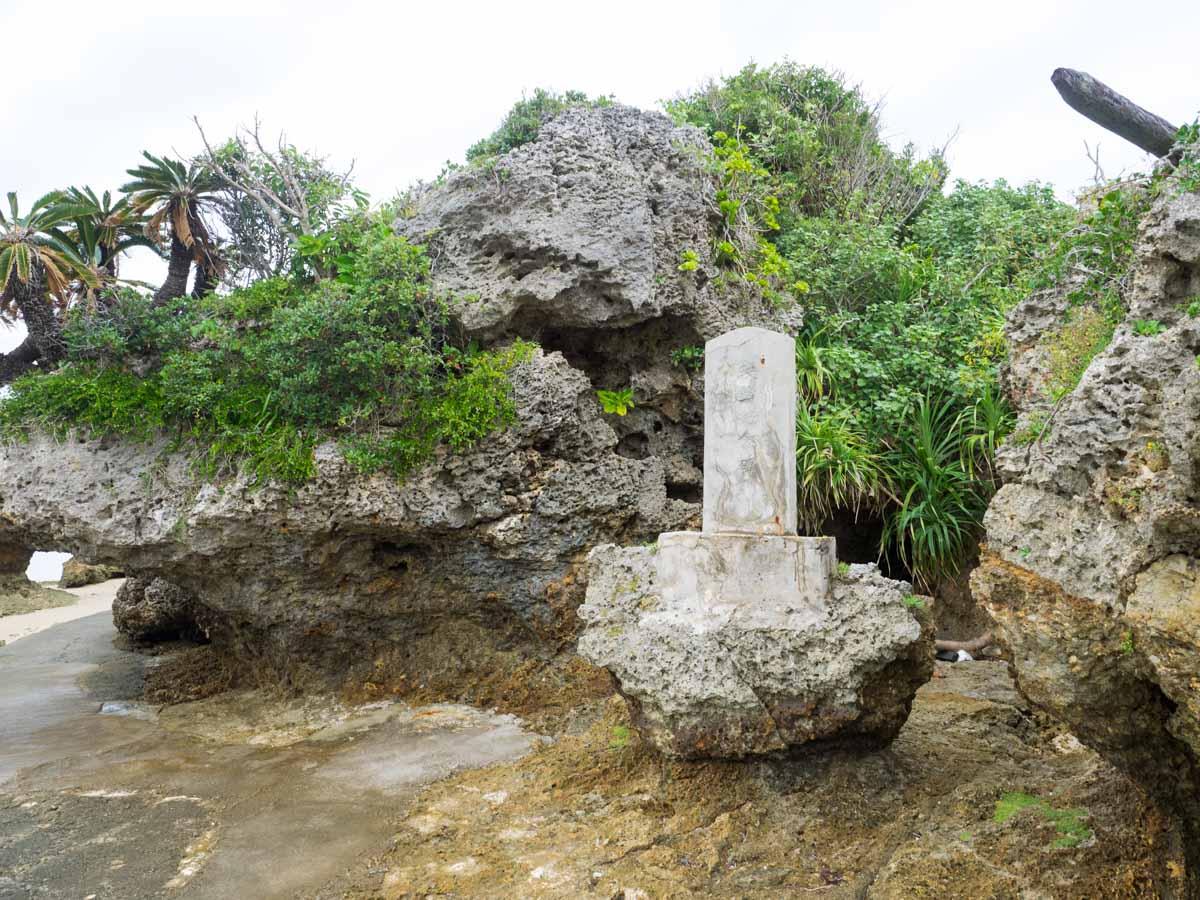 アマミチューの墓近く