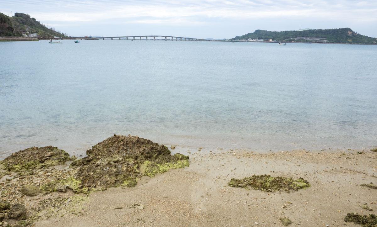 浜比嘉島の橋がみえる