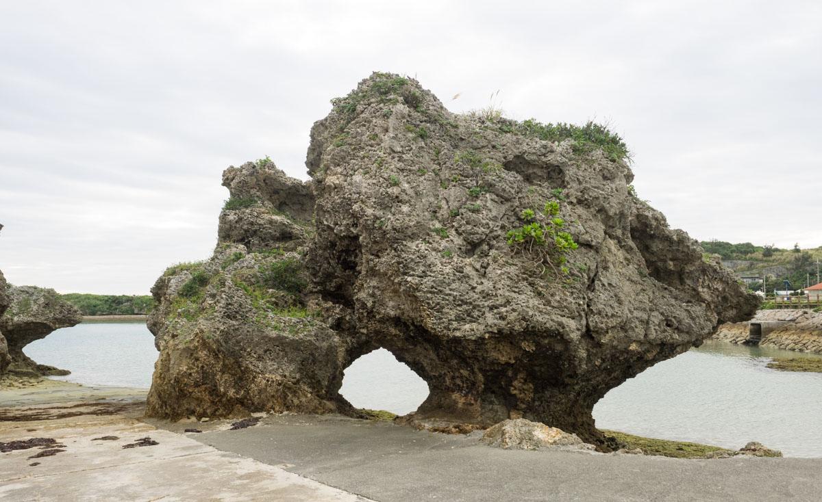 アマミチュー近くの岩