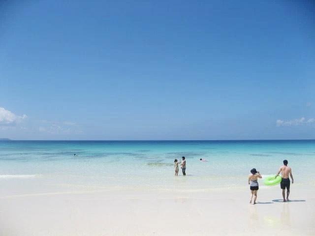 砂山ビーチの海は透明度が高い