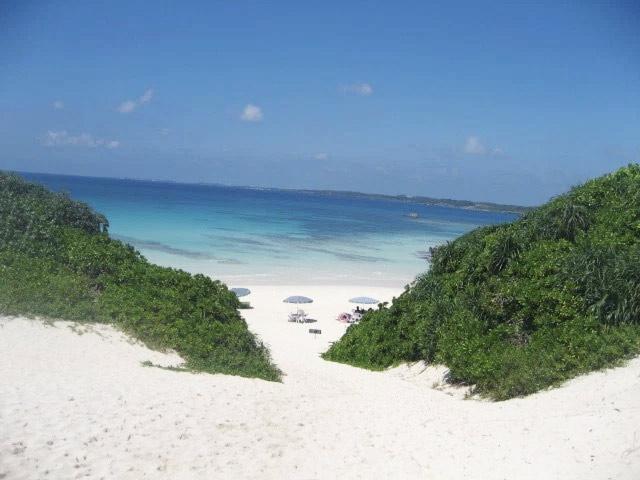 砂山ビーチは白い砂浜