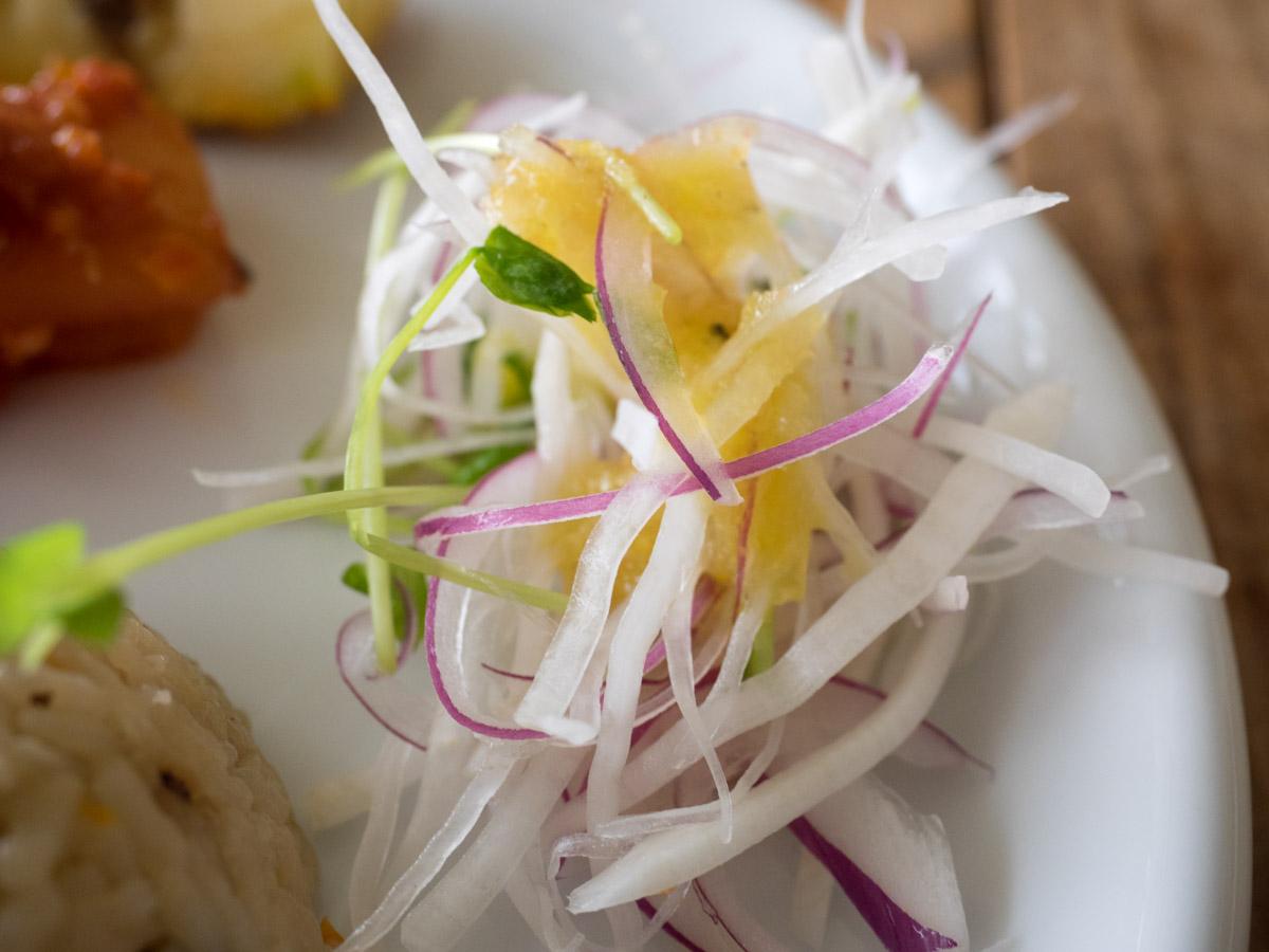 シークワーサードレッシングのサラダ