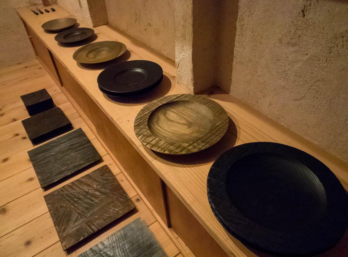 様々な木材で作られたお皿
