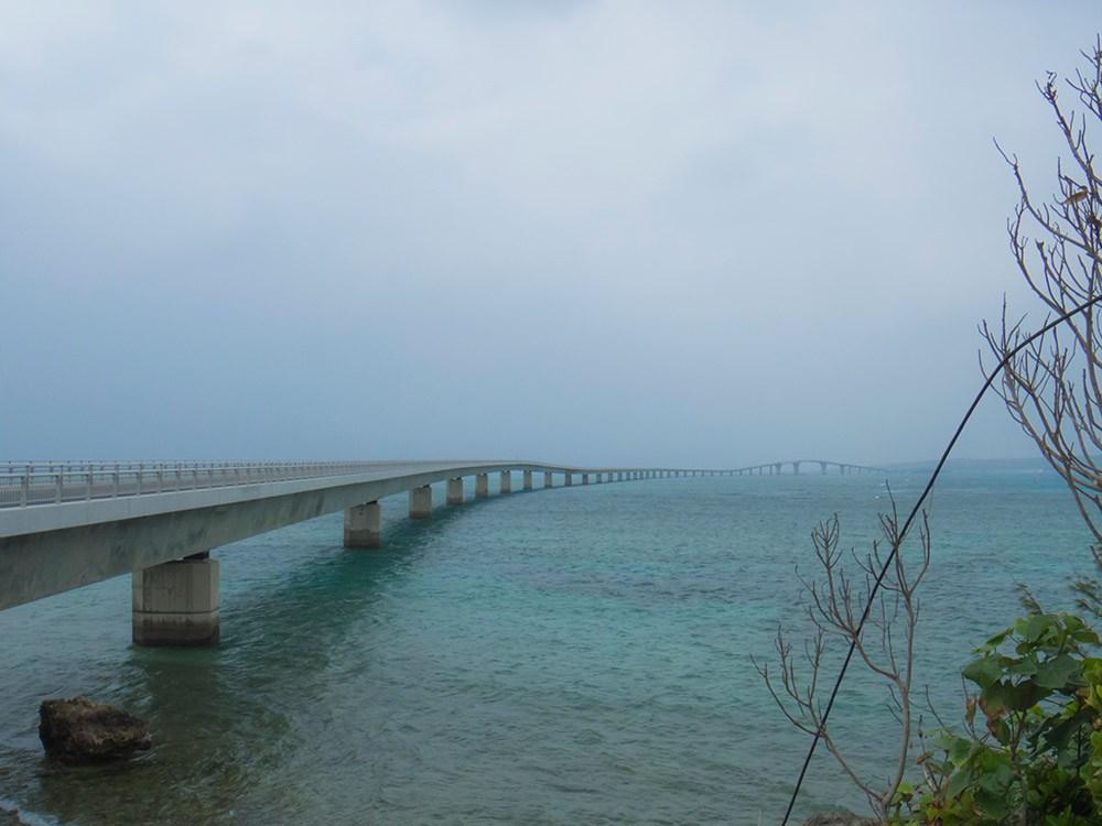 荘厳な感じの橋
