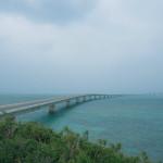 開通前の伊良部大橋(いらぶおおはし)を見学した時の様子