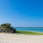 長浜ビーチ。真っ白な砂浜と、青い海が気持ち良い、今帰仁村の天然ビーチ。