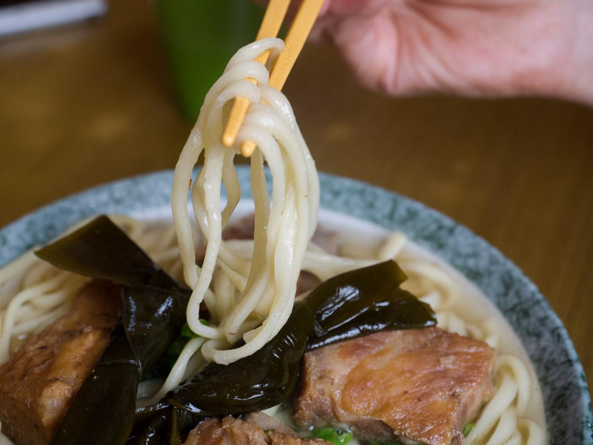 宮里そばの平中麺