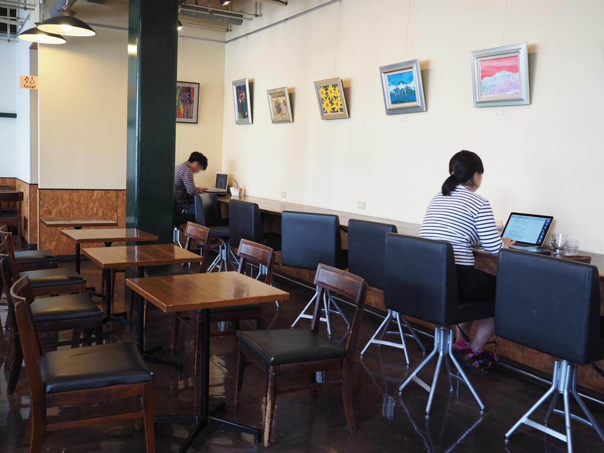 カフェオンオアエイトのカフェカウンター席