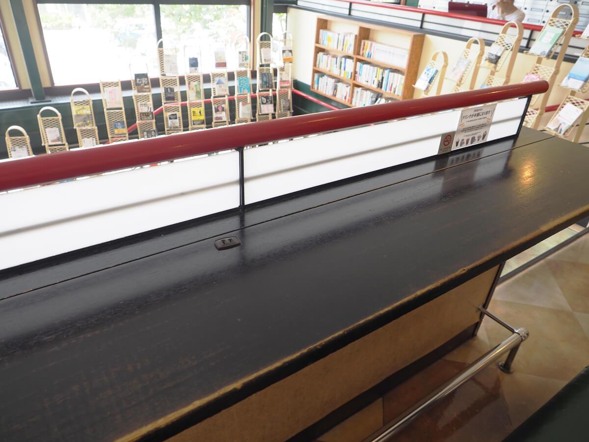 階段のカウンター席