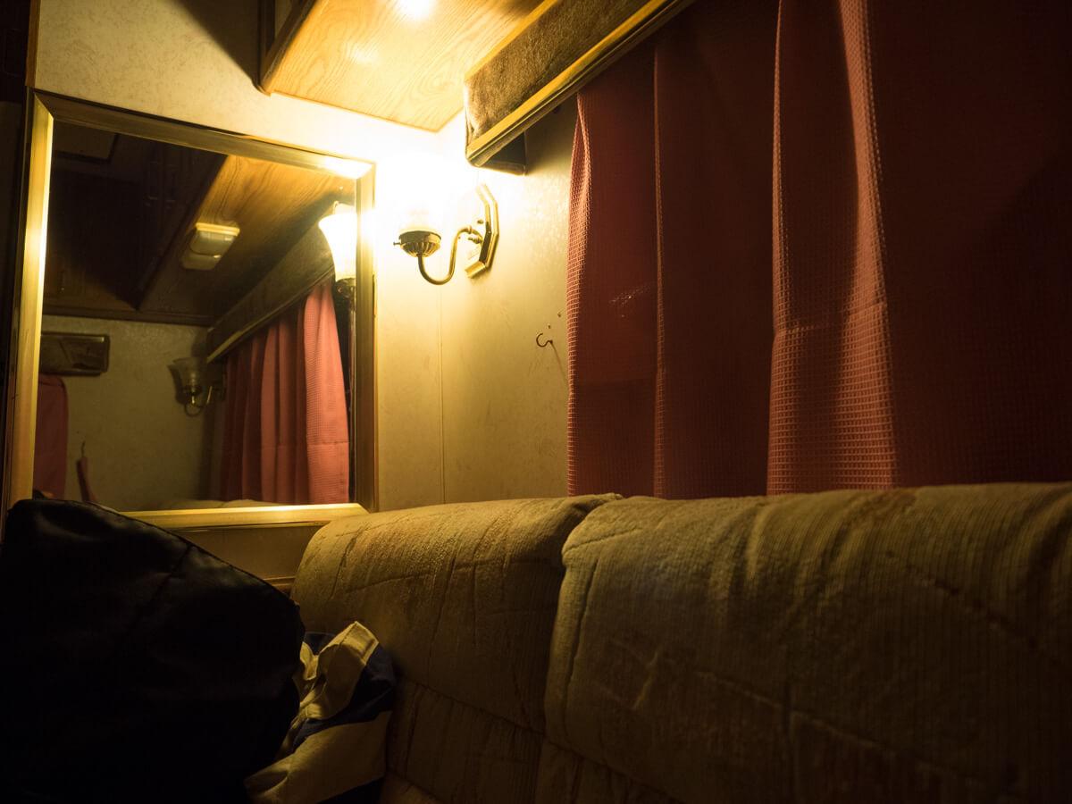 トレーラーハウスの夜の様子