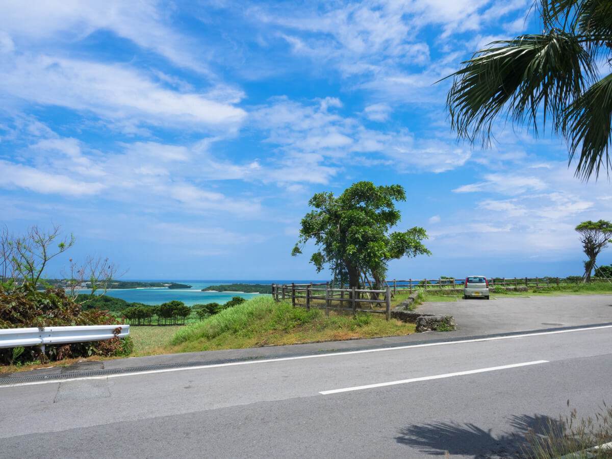 川平湾を見渡せる休憩スポット