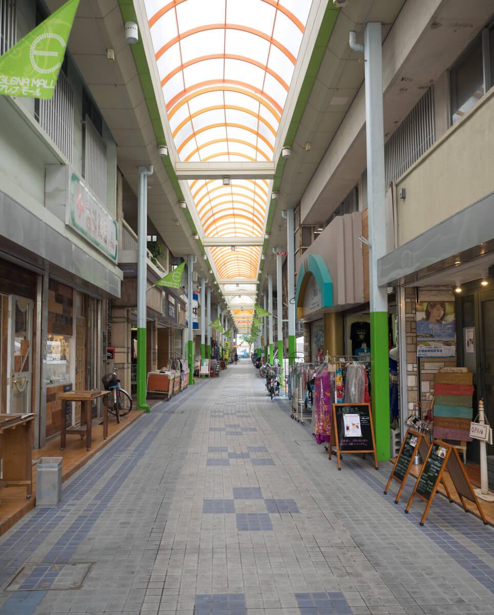 ユーグレナモールの商店街