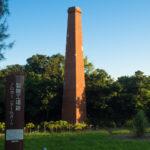 今もなお戦争の弾痕が残るレンガ作りの煙突「平敷屋製糖工場跡」