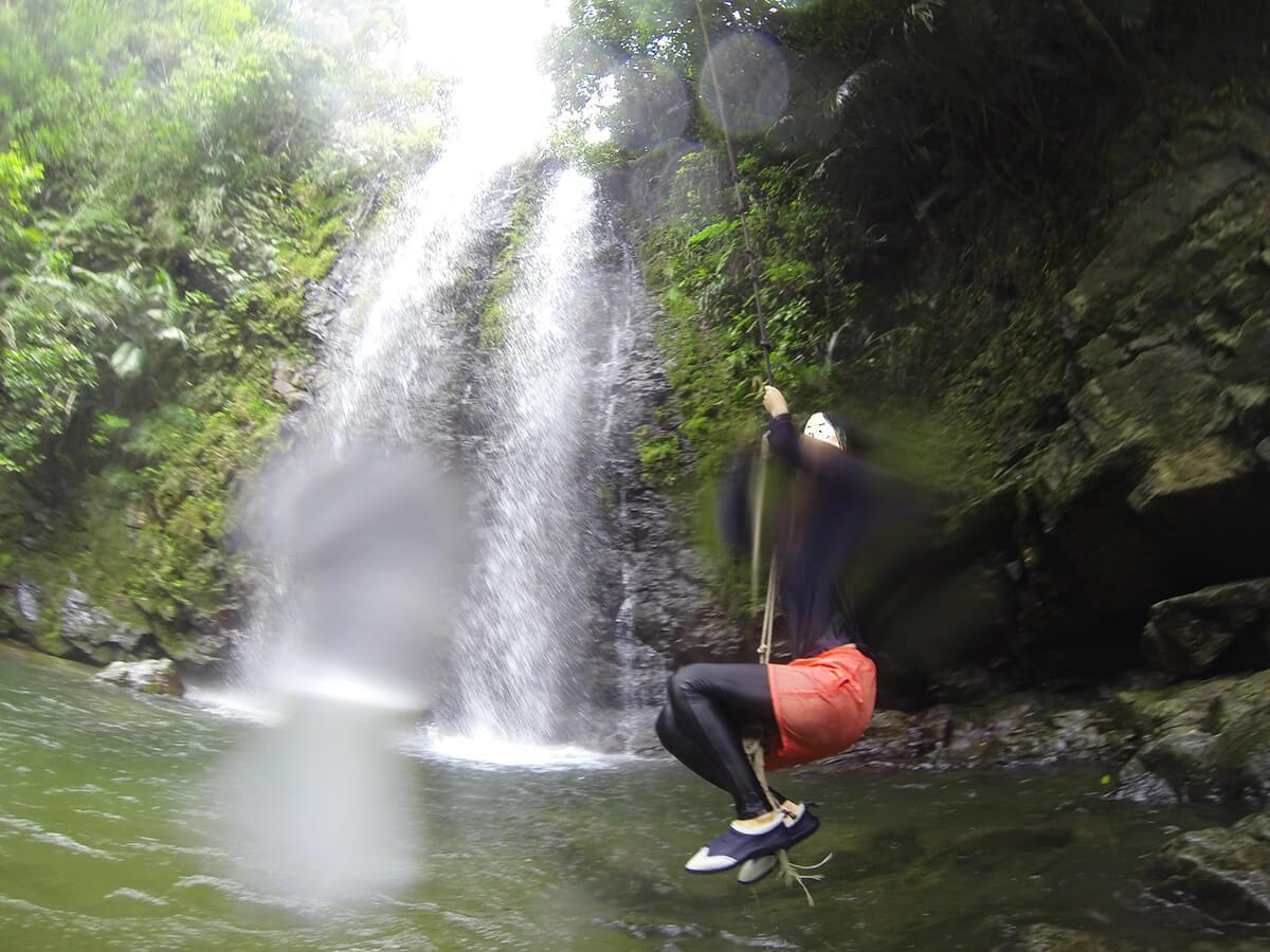 ター滝でターザン