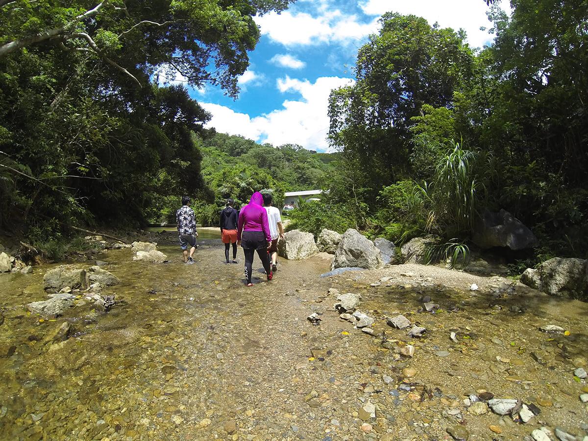 ター滝まで川をすすむ