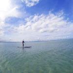 海の上をゆらゆらお散歩。海中道路を眺めながら楽しむ「SUP体験」
