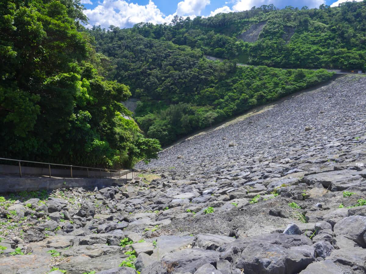 急勾配のダム