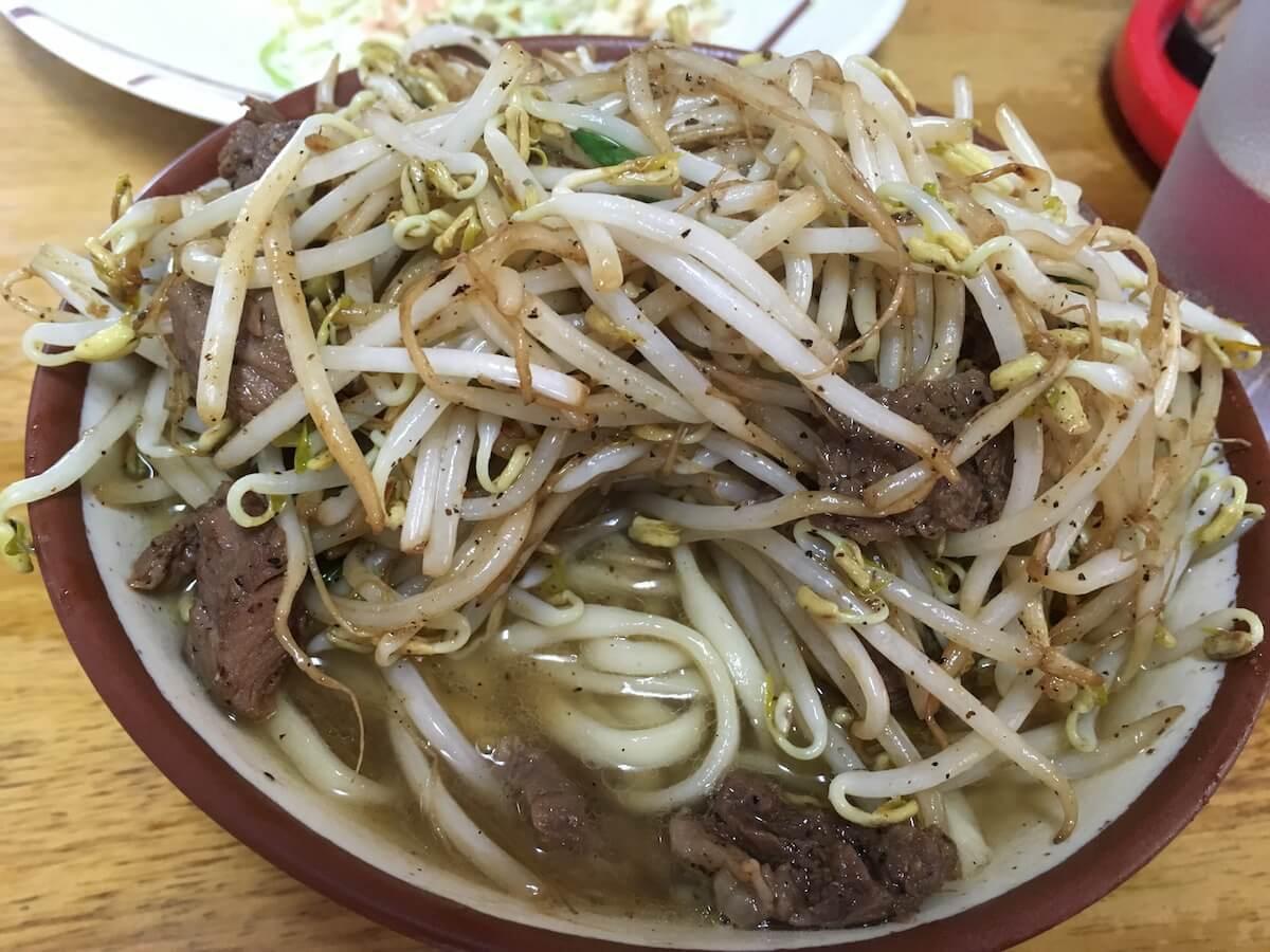 前田食堂の牛肉そばを注文