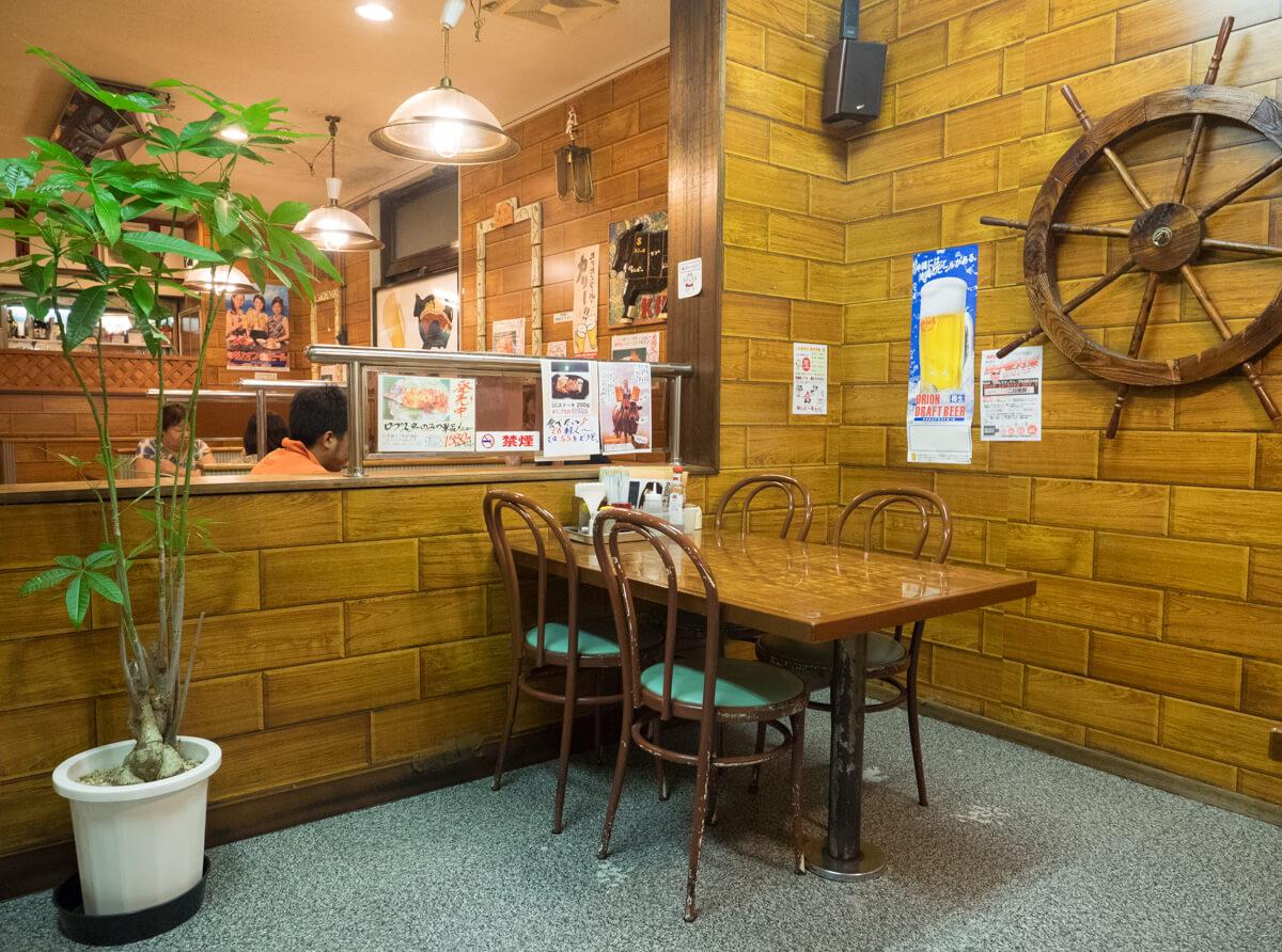 レストラン国、店内の様子