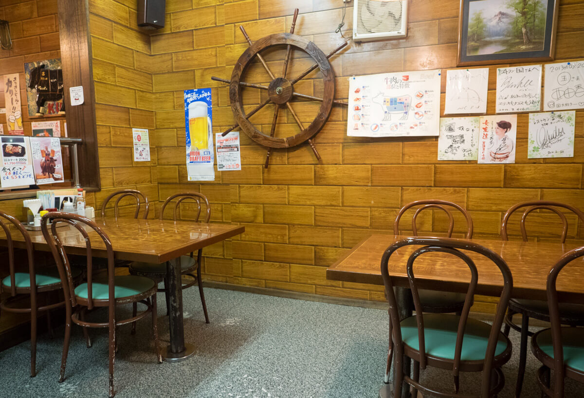 レストラン国、テーブル席