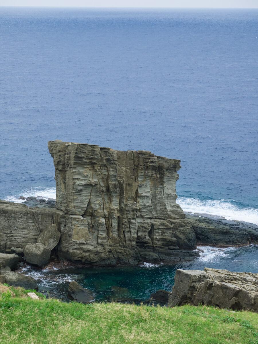 大迫力の軍艦岩