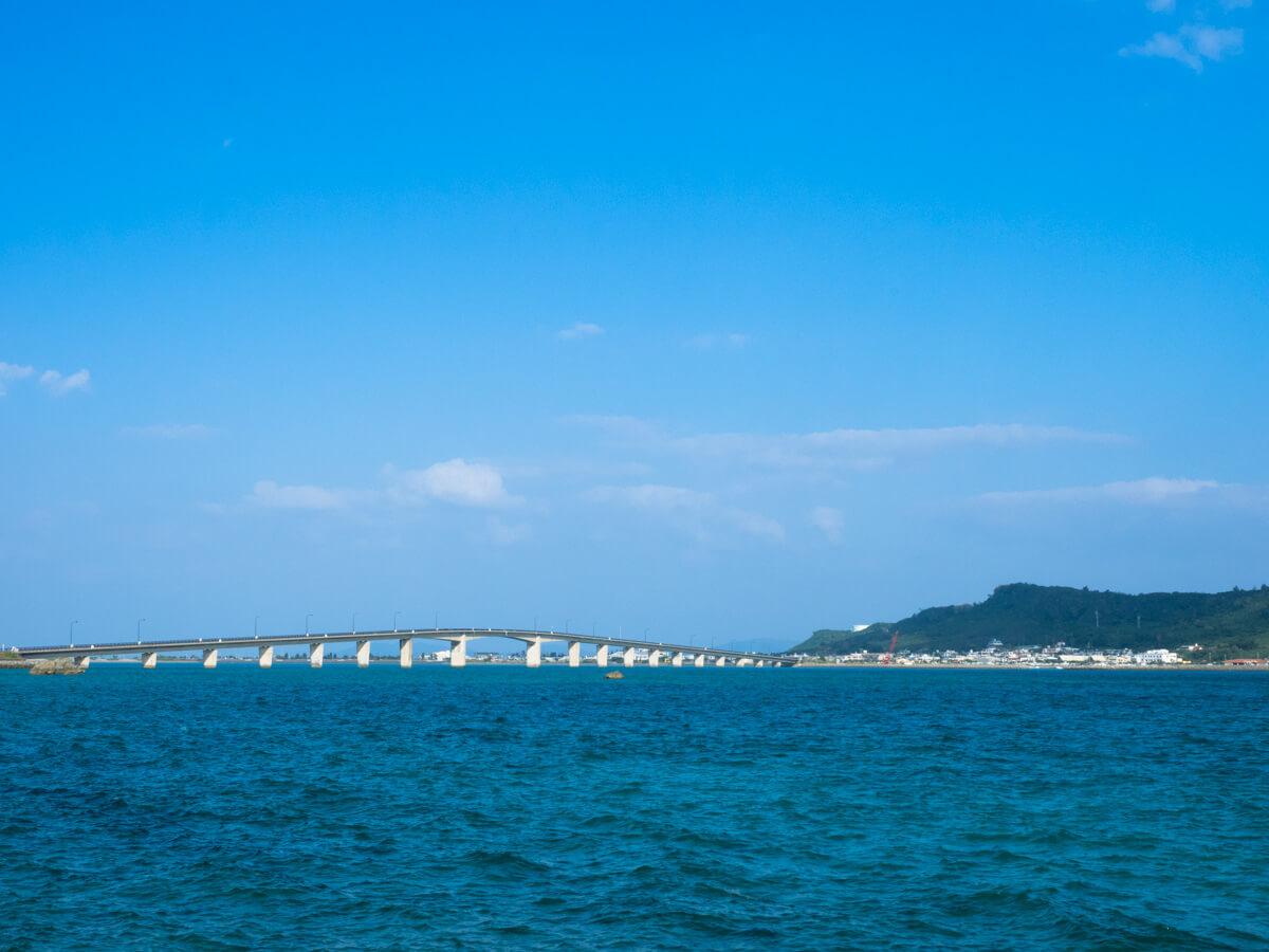 橋を渡って本島から行ける