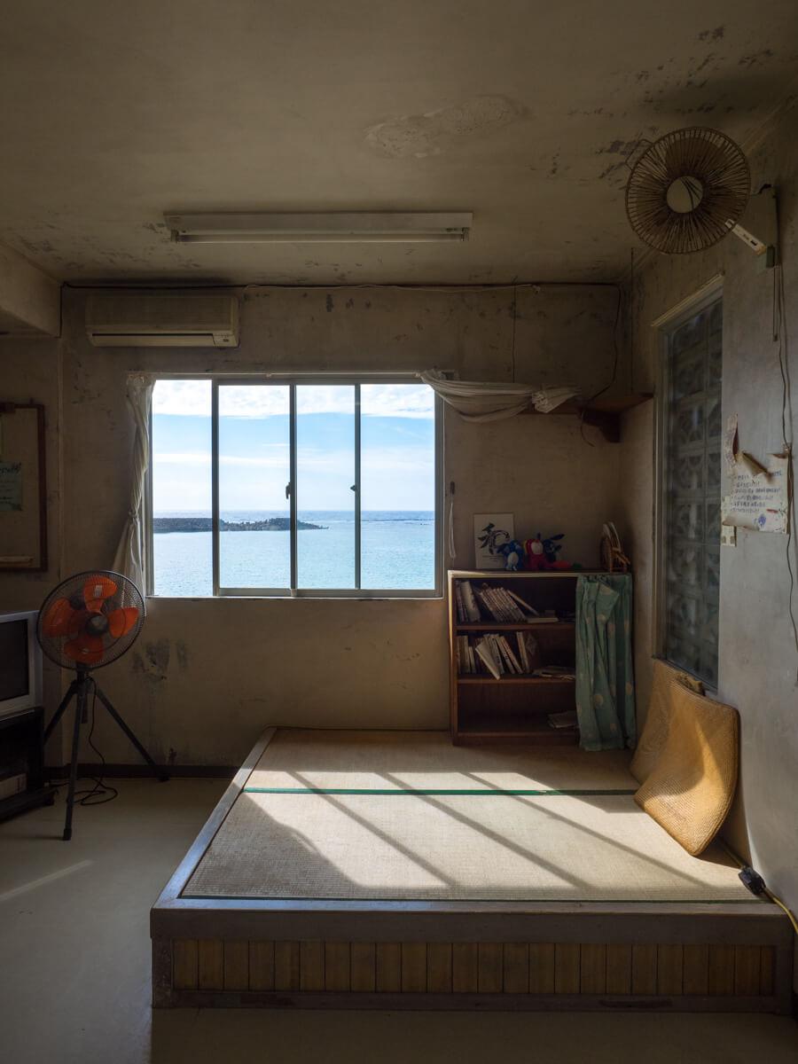 待合室からの海