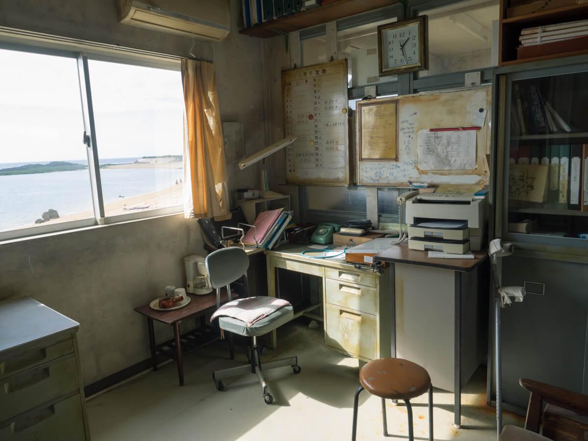 事務室の中