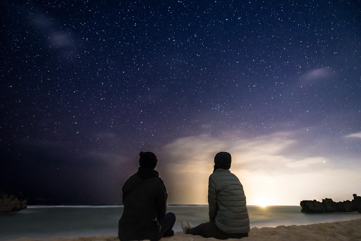 ビーチと星空